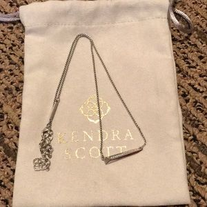 EUC Kendra Scott Silver Elliot Necklace